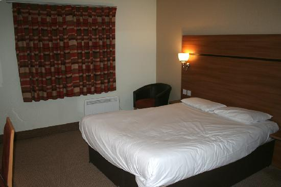 Travelodge Tewkesbury Hotel: Room 4 Bedroom View