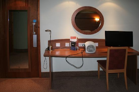 Travelodge Tewkesbury Hotel: Room 004 Desk view