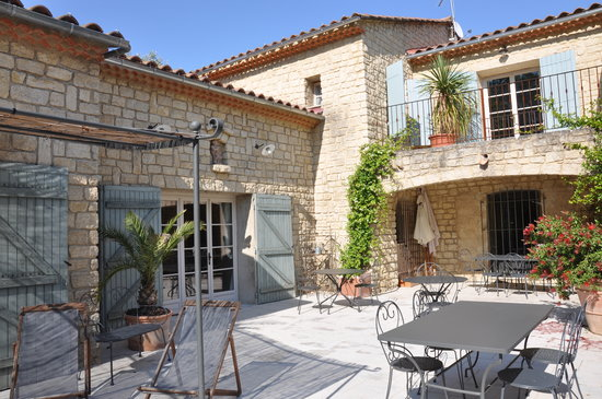 La Bastide des Anges: Terrace where breakfast is served
