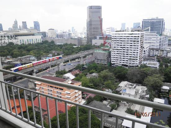 Evergreen place bkk 19 24 5 11 evergreen place bangkok for 18th floor balcony video