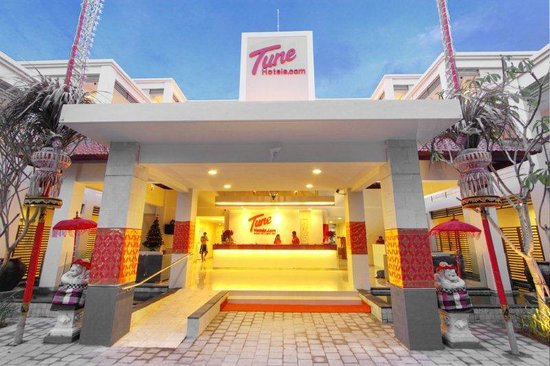 Tune Hotel - Double Six, Legian: Tune Hotels Legian-Front View