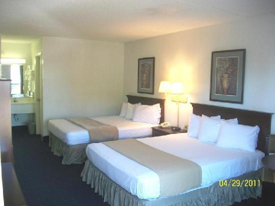 Days Inn And Suites Duncan/Spartanburg: QQ