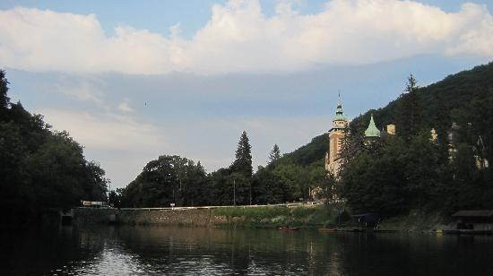 Lillafured, Macaristan: View of Hotel from Lake