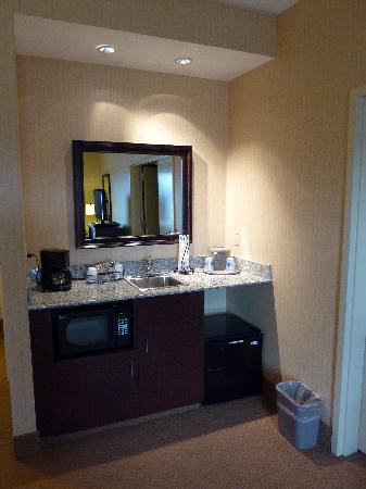 Hampton Inn & Suites Tahoe - Truckee: Kitchenette