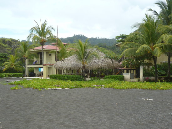 Sandpiper Hotel: On the black sand beach