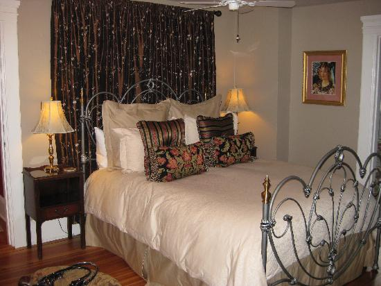 The Lion and The Rose Bed and Breakfast (Asheville, NC) - B&B ...