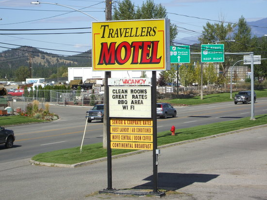 Travellers Motel: Sign