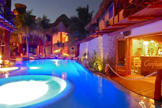 Holbox Hotel Casa las Tortugas - Petit Beach Hotel &amp; Spa : POOL BY NIGHT 