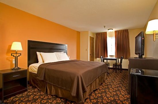 Econo Lodge Inn &amp; Suites: Standard King