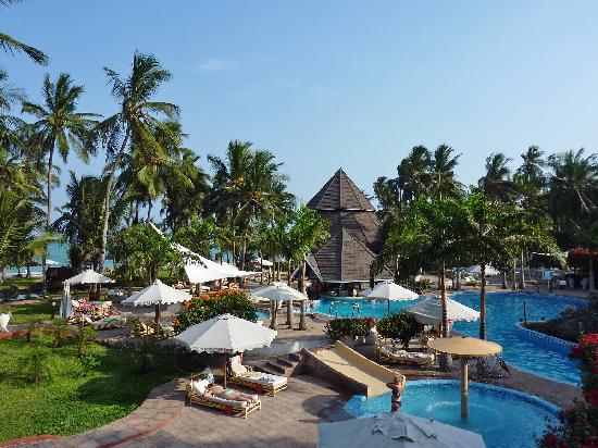 Diani Reef Beach Resort & Spa: view main pool and beach bulidings