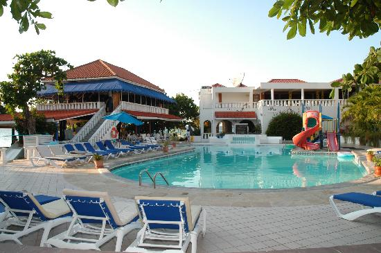Franklyn D Resort & Spa: Pool