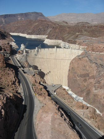 how to get to hoover dam from vegas