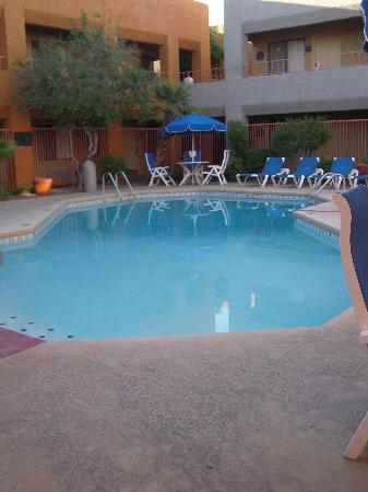 BEST WESTERN PLUS InnSuites Tucson Foothills Hotel & Suites: Pool