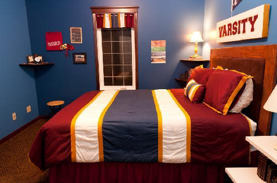 CrossIron Manor: Varsity Room