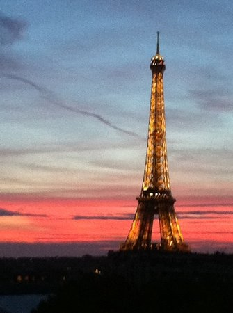 Hotel Duquesne Eiffel: our view of Tour Eiffel at sunset