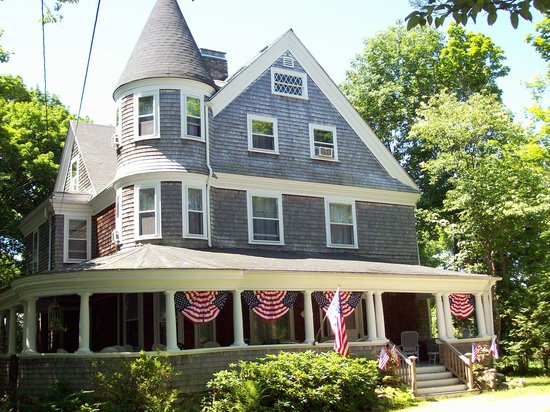 Narragansett, RI : 1902 Queen Ann Victorian 
