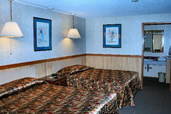 Caboose Motel: Queen/Queen Room
