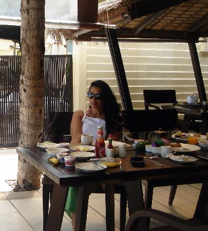 Impiana Resort Patong Phuket: relaxing breakfast...with a great view of the bay and sea...