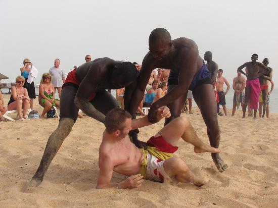 Mbour, Sngal : lutte senegalaise sur la plage 