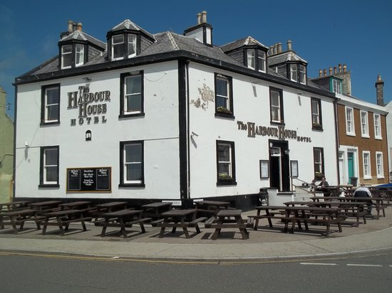 Portpatrick, UK: No Sunday Lunch Here...
