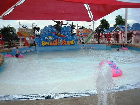 tipping bucket at hurricane harbor picture of six flags. Black Bedroom Furniture Sets. Home Design Ideas