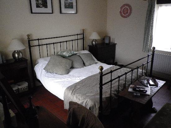 The Durham Ox: Standard bedroom....lovely!