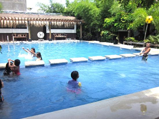 Sabangan Beach Resort: Pool - kids enjoyed this immensely for the first day.