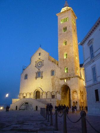Trani, Italien: La cattedrale di notte