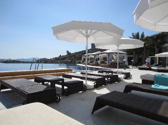 Grand Yazici Bodrum: The pool and loung area
