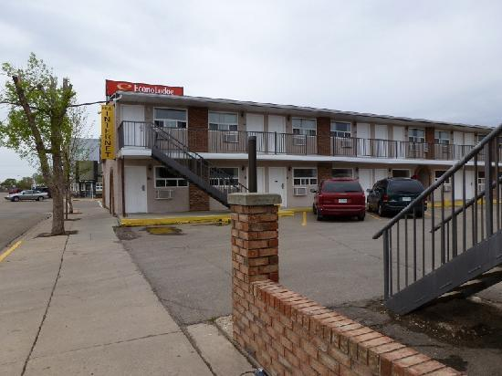 Econo Lodge Inn & Suites Drumheller: Back view of motel