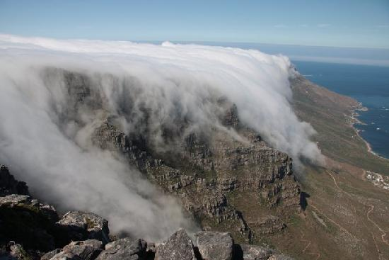 "Cape Town, Zuid-Afrika: ""Table cloth,"" view from Table Mountain"