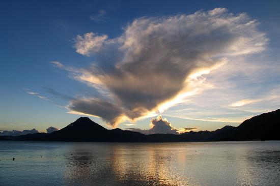 Hotel Toliman: Atitlán Volcano at Sunset