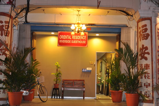 Oriental Riverside Residence Guest House: Oriental at night