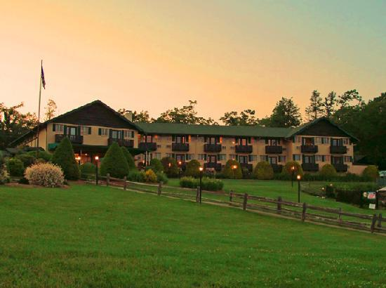 Little Switzerland, NC: Hillside view of Inn