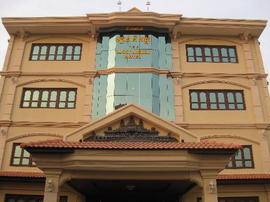 Lucky Angkor Hotel: Hotel Facade