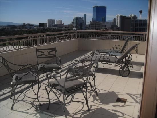 Embassy Suites Convention Center Las Vegas: Large private patio attached to our suite
