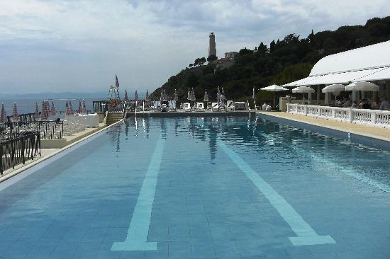 Saint-Jean-Cap-Ferrat, France : Hotel pool 
