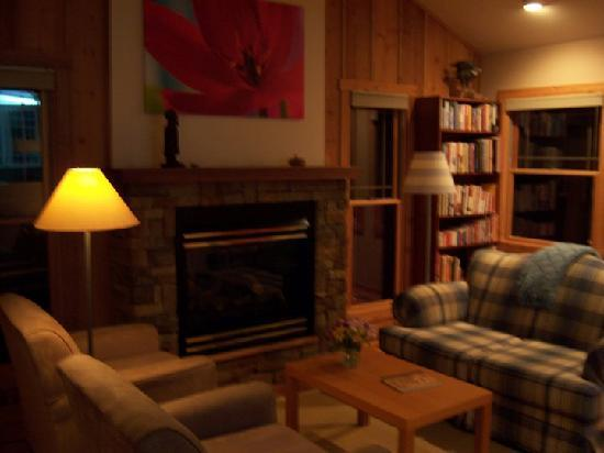 Cottages at Chesley Creek Farm: Ridge Living Room