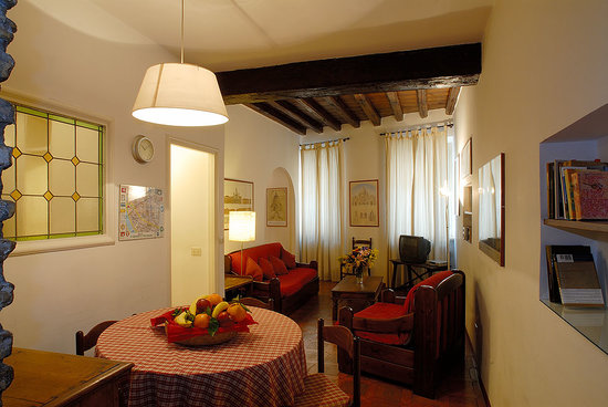Rome Accommodation - Via Giulia