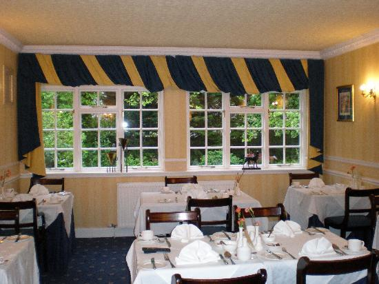 Edinburgh Lodge Hotel: Breakfast room