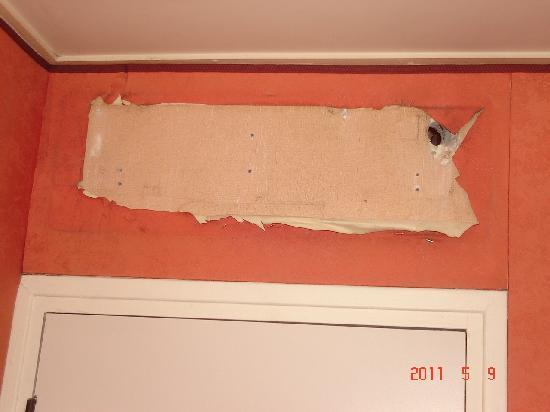 California Saint Germain : hole in wall does not look like website pictures 