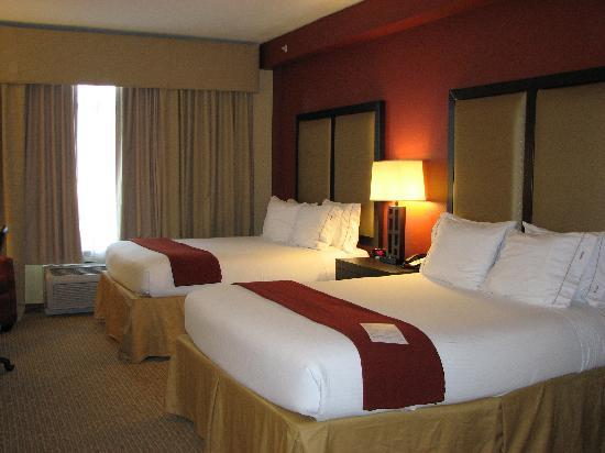 Holiday Inn Express Hotel & Suites Nashville - Opryland: queen beds
