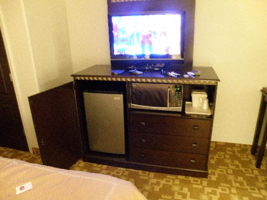 Comfort Suites Dallas: Microwave - Fridge - TV!!!
