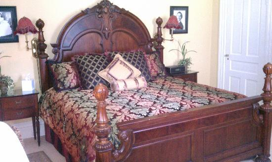 A Storybook Inn: Gone With The Wind Bedroom