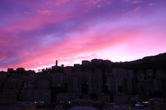 Genua, Włochy: Sunset on Castle Mackenzie, Genova, Italy