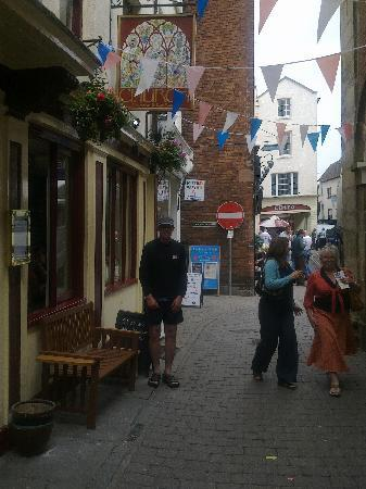 Ludlow, UK: outside the church inn