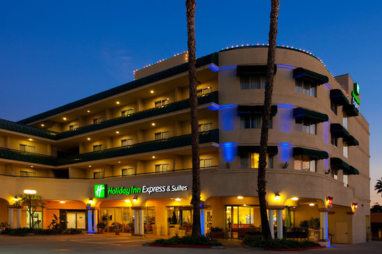 Holiday Inn Express Hotel & Suites Pasadena-Colorado Blvd.: Exterior night