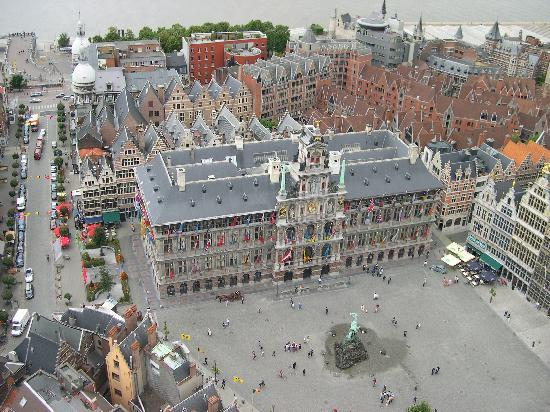 Antwerpen, Belgien: The renaissance city hall