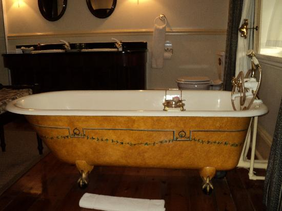 African Pride Hacklewood Hill Country House: the magnificent bath