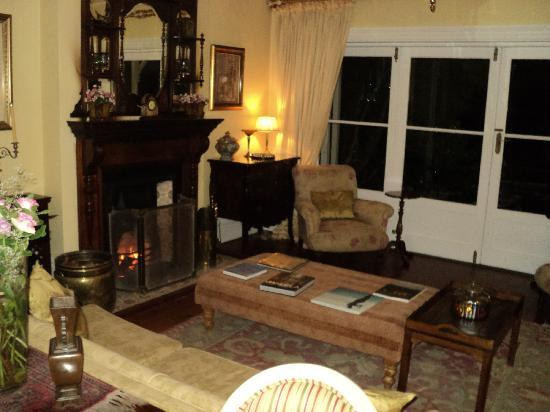 Hacklewood Hill Country House: the lounge